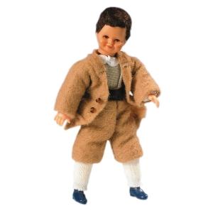 Junge im braunen Anzug