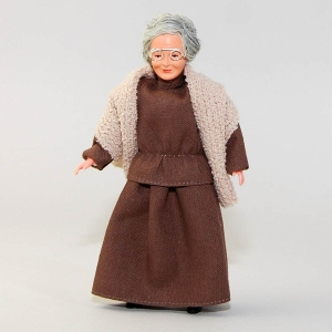 Oma im braunen Kleid und Umhang